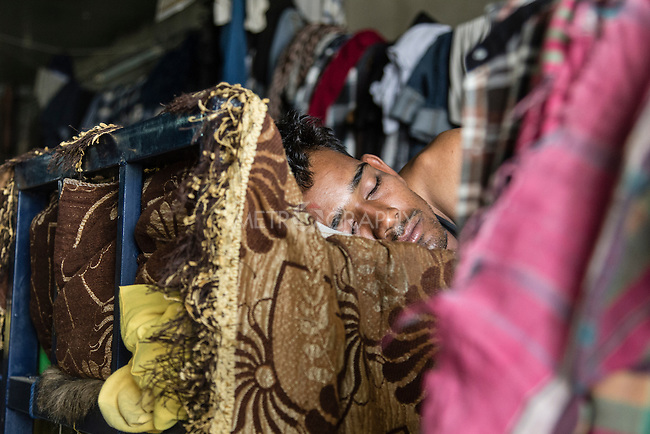 10/10/2014 -- Kirkuk, Iraq --  A Bangladeshi worker sleep in his bedroom in the afternoon during the two hours break they have.
