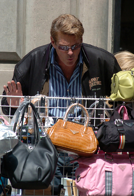 WWW.ACEPIXS.COM ** ** ** ....NEW YORK,  APRIL 29, 2005....David Hasselhoff takes time out to bargain with a street vendor.....Please byline: Philip Vaughan -- ACE PICTURES... *** ***  ..Ace Pictures, Inc:  ..Craig Ashby (212) 243-8787..e-mail: picturedesk@acepixs.com..web: http://www.acepixs.com