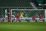 Jiri Pavlenka (SV Werder Bremen #1) in Aktion auf der Linie<br /> <br /> Sport: Fussball: 1. Bundesliga: Saison 19/20: <br /> 26. Spieltag: SV Werder Bremen vs Bayer 04 Leverkusen, 18.05.2020<br /> <br /> Foto ©  gumzmedia / Nordphoto / Andreas Gumz / POOL <br /> <br /> Nur für journalistische Zwecke! Only for editorial use!<br />  DFL regulations prohibit any use of photographs as image sequences and/or quasi-video.