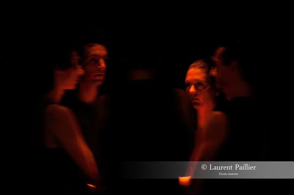 LE MOULIN DES TENTATIONS<br /> <br /> Conception, chor&eacute;graphie : Maxence Rey / Cr&eacute;ation et interpr&eacute;tation : St&eacute;phane Fratti, Le&iuml;la Gaudin, Yoann Hourcade, Thomas Laroppe, Maxence Rey / Cr&eacute;ation lumi&egrave;re : Cyril Leclerc / Assistante cr&eacute;ation lumi&egrave;re : Calypso Baquet / Cr&eacute;ation sonore : Bertrand Larrieu / Sc&eacute;nographie : Fr&eacute;d&eacute;rique de Montblanc / Costumes : Sophie Hampe / Regard ext&eacute;rieur : Leslie Mann&egrave;s<br /> Cadre : Festival Faits d'hiver 2016<br /> Date : 04/02/2016<br /> Lieu : CDC - ATELIER DE PARIS - CAROLYN CARLSON<br /> &copy; Laurent Paillier / photosdedanse.com