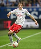 FUSSBALL   1. BUNDESLIGA   SAISON 2012/2013    31. SPIELTAG FC Schalke 04 - Hamburger SV          28.04.2013 Marcell Jansen (Hamburger SV) am Ball