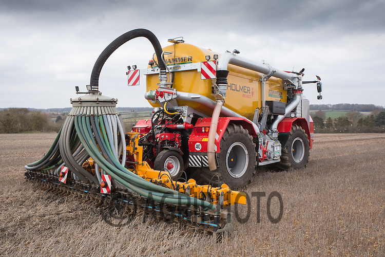 Contractors injecting pig slurry into over wintered stubbles<br /> Picture Tim Scrivener 07850 303986 <br /> scrivphoto@btinternet.com<br /> &hellip;.covering agriculture in the UK&hellip;.