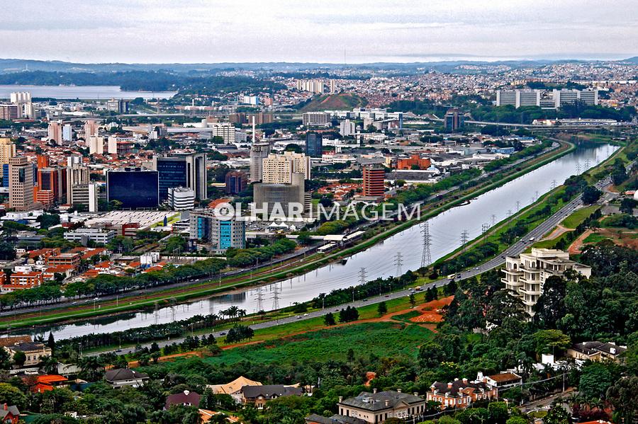 Vista aérea do Rio Pinheiros. São Paulo. 2006. Foto de Flávio Bacellar.