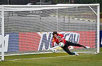 ATENÇÃO EDITOR: FOTO EMBARGADA PARA VEÍCULOS INTERNACIONAIS - COTIA,SP,04 SETEMBRO 2012 - TREINO SELEÇÃO BRASILEIRA - O goleiro Cassio durante treino da seleção brasileira na tarde de hoje no CT do São Paulo em Cotia.FOTO ALE VIANNA - BRAZIL PHOTO PRESS.