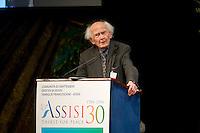 """Assisi, 18 Settembre, 2016. Zygmunt Bauman durante il suo intervento alla Preghiera per la Pace ad Assisi. Zygmunt Bauman è morto all'età di 91 anni ed era considerato uno tra i massimi intellettuali contemporanei, famoso per essere il teorico della """"società liquida""""."""