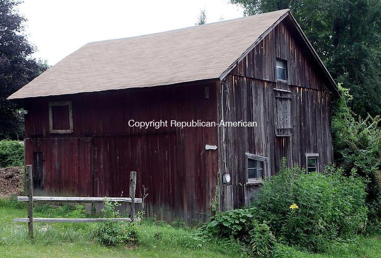 MORRIS, CT-20July 2006-072006TK10-  Barn located on RT 109 in Morris. Tom Kabelka Republican-Americann