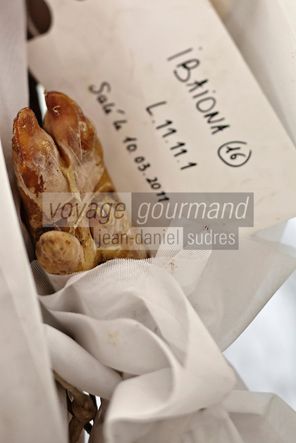Europe/France/Aquitaine/64/Pyrénées-Atlantiques/Pays-Basque/Hasparren: Dans le séchoir à jambons d' Eric Ospital - Affinage de ses jambons de Bayonne et Ibaiona