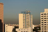 SAO PAULO - SP - 05 DE JUNHO DE 2013 - CLIMA/TEMPO - Clima quente mas com a falta de chuvas a poluição se acentua. Vista da zona oeste de São Paulo, aonde se nota uma camada marrom sobre a cidade, nesta tarde de quarta feira. FOTO: MAURICIO CAMARGO / BRAZIL PHOTO PRESS.