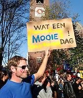 Manifestatie  op het Beursplein in Amsterdam tijdens de  Occupy Wall Street  actie.