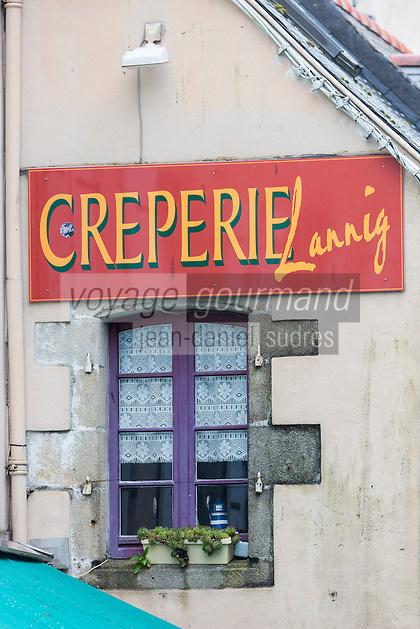 France, Bretagne, (29), Finistère, Douarnenez: Enseigne d'une crêperie
