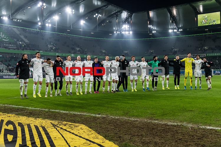 01.12.2019, Volkswagen Arena, Wolfsburg, GER, 1.FBL, VfL Wolfsburg vs SV Werder Bremen<br /> <br /> DFL REGULATIONS PROHIBIT ANY USE OF PHOTOGRAPHS AS IMAGE SEQUENCES AND/OR QUASI-VIDEO.<br /> <br /> im Bild / picture shows<br /> Werder Bremen bejubelt Auswärtssieg bei VfL Wolfsburg, <br /> u.a.<br /> Philipp Bargfrede (Werder Bremen #44), <br /> Milos Veljkovic (Werder Bremen #13), <br /> Davy Klaassen (Werder Bremen #30), <br /> Claudio Pizarro (Werder Bremen #14), <br /> Christian Groß / Gross (Werder Bremen #36), <br /> Michael Lang (Werder Bremen #04), <br /> Yuya Osako (Werder Bremen #08), <br /> Jiri Pavlenka (Werder Bremen #01), <br /> Theodor Gebre Selassie (Werder Bremen #23), <br /> <br /> <br /> Foto © nordphoto / Ewert