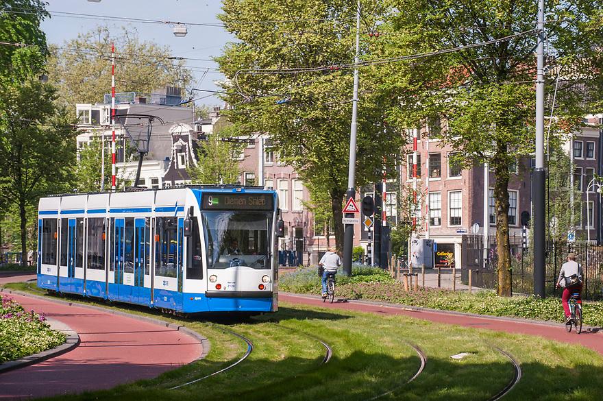 Nederland, Amsterdam, 11 mei 2016<br /> Fietsers in het verkeer. Plantage Middenlaan met tram en fietspad en mooie bomen.<br /> <br /> Foto: (c) Michiel Wijnbergh