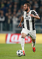 Calcio, Champions League: Gruppo H, Juventus vs Lione. Torino, Juventus Stadium, 2 novembre 2016. <br /> Juventus' Gonzalo Higuain in action during the Champions League Group H football match between Juventus and Lyon at Turin's Juventus Stadium, 2 November 2016. The game ended 1-1.<br /> UPDATE IMAGES PRESS/Isabella Bonotto