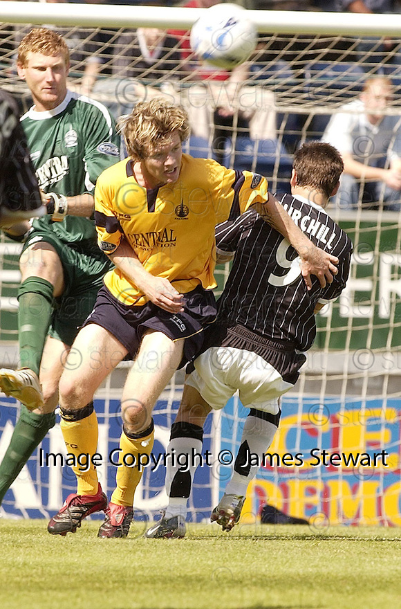 05/08/2006        Copyright Pic: James Stewart.File Name : sct_jspa12_falkirk_v_dunfermline.DARREN BARR CLEARS FROM MARK BURCHILL.......Payments to :.James Stewart Photo Agency 19 Carronlea Drive, Falkirk. FK2 8DN      Vat Reg No. 607 6932 25.Office     : +44 (0)1324 570906     .Mobile   : +44 (0)7721 416997.Fax         : +44 (0)1324 570906.E-mail  :  jim@jspa.co.uk.If you require further information then contact Jim Stewart on any of the numbers above.........
