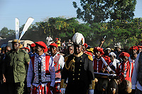 ZAMBIA Barotseland , Zambezi floodplain , Kuomboka ceremony in Limulunga, the Lozi king Lubosi Imwiko II. also called Litunga, change his lower land residence after raining time with the royal bark Nalikwanda to his upper land palace in Limulunga, arrival of His Majesty Mulena Yomuhulu Mbumu wa Lubosi Imwiko II, King of Barotseland with zambian vice president George Kunda / SAMBIA Barotseland , Flutebene des Zambezi Fluss , Kuomboka Fest in Limulunga, der Lozi Koenig, Litunga , Ankunft der koeniglichen Barke Nalikwanda in seiner Residenz in Limulunga