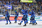 Fabio Wagner (Nr.5 - ERC Ingolstadt), Ville Koistinen (Nr.10 - ERC Ingolstadt), Colton Jobke (Nr.7 - ERC Ingolstadt) und Tim Wohlgemuth (Nr.33 - ERC Ingolstadt) werden nach dem Spiel von den Fans gefeiert beim Spiel in der DEL, ERC Ingolstadt (dunkel) - Duesseldorfer EG (hell).<br /> <br /> Foto © PIX-Sportfotos *** Foto ist honorarpflichtig! *** Auf Anfrage in hoeherer Qualitaet/Aufloesung. Belegexemplar erbeten. Veroeffentlichung ausschliesslich fuer journalistisch-publizistische Zwecke. For editorial use only.