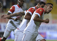 BOGOTÁ -COLOMBIA-01-02-2014. Silvio Gonzalez (Der) de Independiente Santa Fe celebra un gol en contra de Fortaleza FC durante partido por la fecha de la Liga Postobón I 2014 jugado en el estadio Metropolitano de Techo en Bogotá./ Silvio Gonzalez (R) of Independiente Santa Fe celebrates a goal against Fortaleza FC during the match for the 2nd date of Postobon League I 2014 played at Metropolitano de Techo stadium in Bogota. Photo: VizzorImage / Gabriel Aponte / Staff