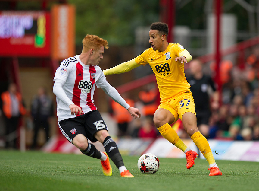 Preston North End's Callum Robinson holds off the challenge from Brentford's Ryan Woods<br /> <br /> Photographer Ashley Western/CameraSport<br /> <br /> The EFL Sky Bet Championship - Brentford v Preston North End - Saturday 17 September 2016 - Griffin Park - London<br /> <br /> World Copyright &copy; 2016 CameraSport. All rights reserved. 43 Linden Ave. Countesthorpe. Leicester. England. LE8 5PG - Tel: +44 (0) 116 277 4147 - admin@camerasport.com - www.camerasport.com
