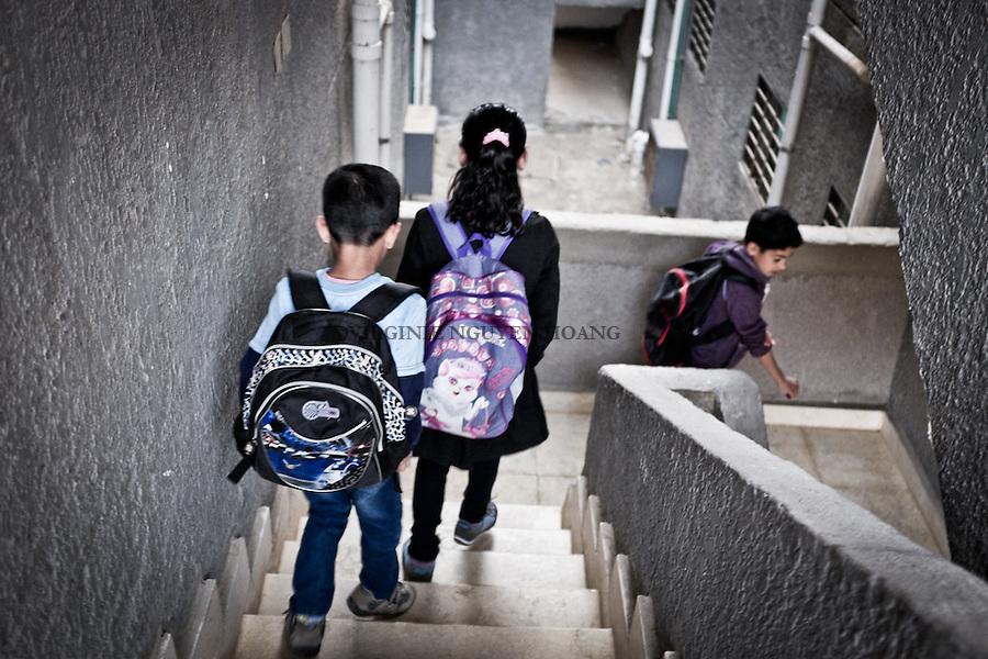 EGYPT, Cairo; the children are going back to school after a two months break due to a threat of epidemic of swine flue. <br /> <br /> &Eacute;gypte, Le Caire; les enfants retournent &agrave; l'&eacute;cole apr&egrave;s deux mois de pause en raison d'une menace d'&eacute;pid&eacute;mie de grippe porcine.
