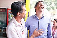 ATENÇÃO EDITOR: FOTO EMBARGADA PARA VEÍCULOS INTERNACIONAIS SÃO PAULO,SP,18 SETEMBRO 2012 - HADDAD VISITA CENTRO DE DIREITOS HUMANOS DE SAPOPEMBA - O candidaro a prefeitura de São Paulo Fernando Haddad visitou na Tarde de hoje o  Centro de Direitos Humanos de Sapopemba e depois caminhou pelas ruas do Jardim Elba na zona leste.FOTO ALE VIANNA - BRAZIL PHOTO PRESS.