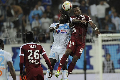 16.10.2016. Marseille, France. French league 1 football. Olympique Marseille versus Metz.  Gomis (OM) challenges Mandjeck (Metz) for the cross