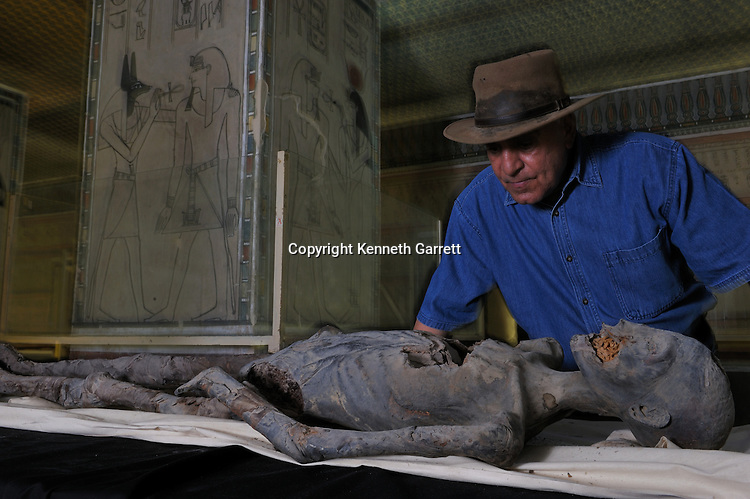 mm7864; 18th Dynasty; New Kingdom; Egypt; KV21; DNA; Sample; Mummy, Dr Hawass, Zahi Hawass