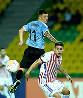 MANIZALES - COLOMBIA, 19-01-2020: Juan Ramírez de Uruguay y Saul Salcedo de Paraguay disputan el balón partido entre las selecciones de Uruguay y Paraguay por la fecha 1, grupo B, del CONMEBOL Preolímpico Colombia 2020 jugado en el estadio Centenario de la ciudad de Armenia, Colombia. / Juan Ramírez of Uruguay and Saul Salcedo of Paraguay fights the ball during a match between the teams Uruguay and Paraguay of the date 1, group B, for the CONMEBOL Pre-Olympic Tournament Colombia 2020 played at Cetennial stadium in Armenia city, Colombia. Photo: VizzorImage / Julián Medina / Cont.