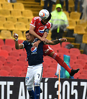 BOGOTA - COLOMBIA - 04 – 03 - 2018: Ayron del Valle (Izq.) jugador de Millonarios salta a disputar el balón con Diego Herner (Der.) jugador de America de Cali, durante partido de la fecha 6 entre Millonarios y America de Cali, por la Liga Aguila I 2018, jugado en el estadio Nemesio Camacho El Campin de la ciudad de Bogota. / Ayron del Valle (L) player of Millonarios jumps to vie the ball the ball with Diego Herner (L) player of America de Cali, during a match of the 6th date between Millonarios and America de Cali,  for the Liga Aguila I 2018 played at the Nemesio Camacho El Campin Stadium in Bogota city, Photo: VizzorImage / Luis Ramirez / Staff.