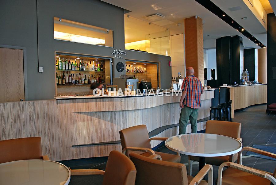 Bar de hotel em Helsinki. Finlândia. 2007. Foto de Vinicius Romanini.