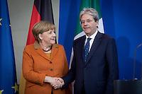 Der italienische Ministerpr&auml;sident Paolo Gentiloni und Bundeskanzlerin Angela Merkel (CDU) nehmen am Mittwoch (18.01.17) in Berlin an einer Pressekonferenz teil.<br /> Foto: Axel Schmidt/CommonLens