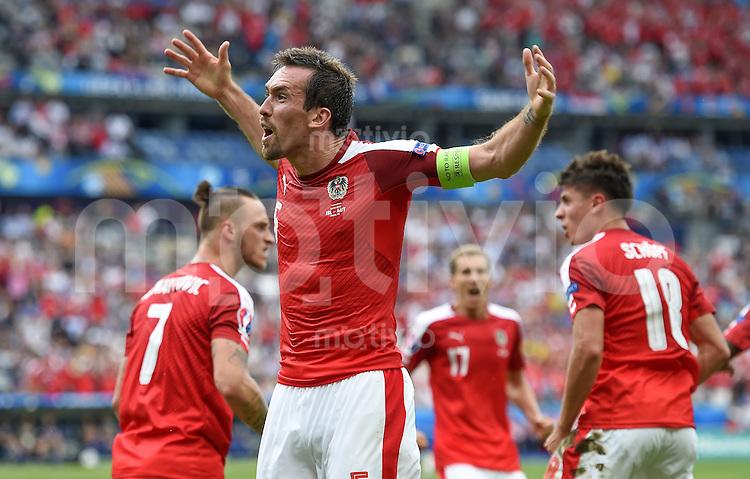 FUSSBALL EURO 2016 GRUPPE C IN PARIS Island - Oesterreich             22.06.2016 Christian Fuchs (Oesterreich) jubelt nach dem Tor zum 1:1