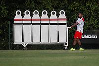 SAO PAULO,SP, 14.08.2015 -FUTEBOL-SAO PAULO - Michel Bastos durante a treino no Centro de Treinamento da Barra Funda , na zona oeste de São Paulo, nesta sexta-feira, 14. (Foto: Douglas Pingituro / Brazil Photo Press)