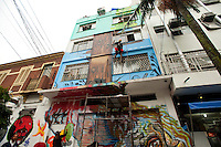 SAO PAULO, SP, 10.05.2015 - ARTE-SP -  Diversos artistas do graffiti pintam as paredes no Dia do Graffiti no Bixiga, junto com shows de rap, que ocuparam a rua 13 de Maio na região central de São Paulo, nesse domingo 10. ( Foto: Gabriel Soares/Brazil Photo Press)