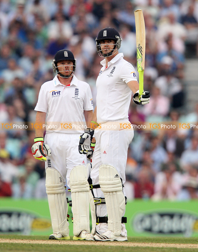 Kevin Pietersen of England acknowledges his half century - England vs Australia - 3rd day of the 5th Investec Ashes Test match at The Kia Oval, London - 23/08/13 - MANDATORY CREDIT: Rob Newell/TGSPHOTO - Self billing applies where appropriate - 0845 094 6026 - contact@tgsphoto.co.uk - NO UNPAID USE