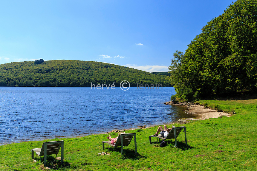 France, Haute-Vienne (87), le lac de Vassivière, Beaumont-du-Lac, Île de Vassivière et coin de détente // France, Creuse, Vassivière lake, Beaumont du Lac, Vassiviere island, place to relax