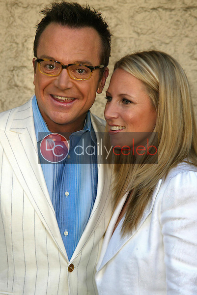 Tom Arnold and wife Shelby<br /> at the Los Angeles Premiere of &quot;Happy Endings&quot; at Mann National Theater, Westwood, CA 06-26-05<br /> David Edwards/DailyCeleb.Com 818-249-4998