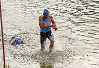 Teilnehmer kommen aus dem Wasser der Badestelle Walldorf - Mörfelden-Walldorf 21.07.2019: 11. MoeWathlon