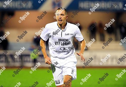 2014-10-25 / Voetbal / seizoen 2014-2015 / KV Turnhout - Oosterzonen / Wim Mennes<br /><br />Foto: mpics.be