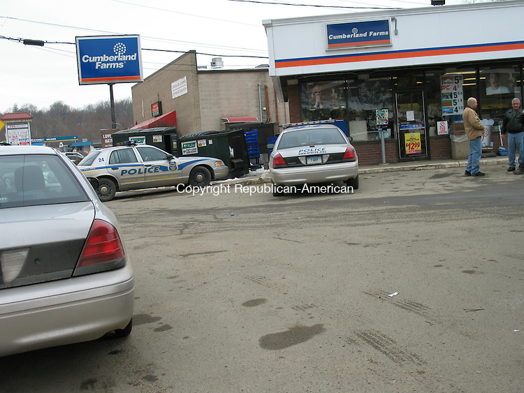 WATERBURY, CT - 08 February 2009 - 020709RA02 - Numerous Waterbury police officers responded to a robbery Saturday shortly before 1 p.m. at Cumberland Farms, 1588 Watertown Ave., Waterbury.