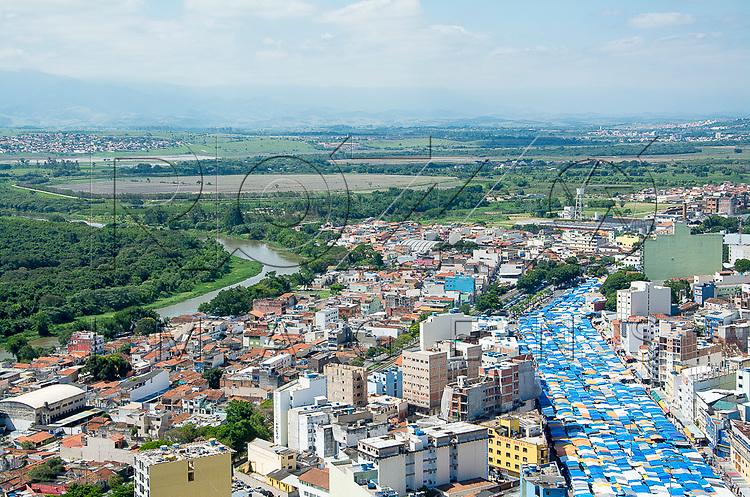 Vista geral da cidade de Aparecida do Norte com o Rio Paraiba ao fundo, Aparecida - SP, 10/2016.