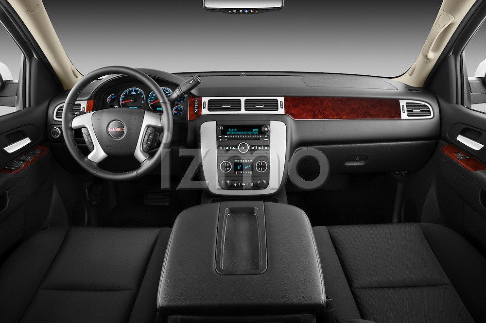 Straight dashboard view of a 2012 GMC Yukon SLE.