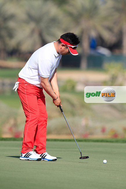 Y.E.Yang (KOR) takes his putt on the 1st green during Friday's Round 2 of the Abu Dhabi HSBC Golf Championship 2015 held at the Abu Dhabi Golf Course, United Arab Emirates. 16th January 2015.<br /> Picture: Eoin Clarke www.golffile.ie