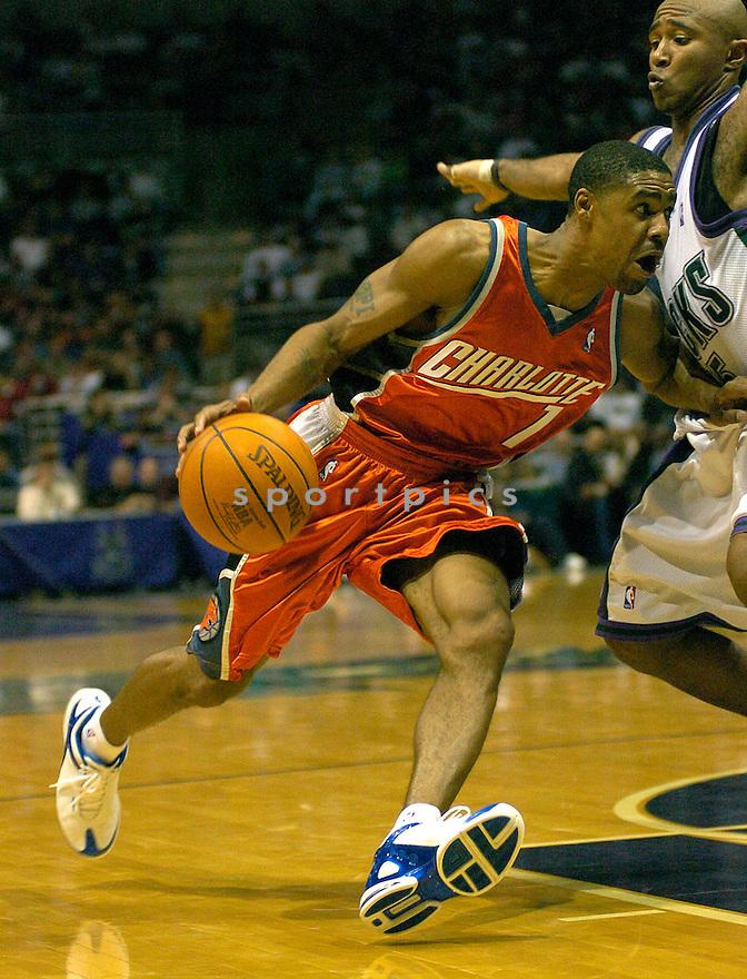 Jason Hart during the Charlotte Bobcats v. Milwaukee Bcks game on November 10, 2004...Chris Bernacchi / SportPics