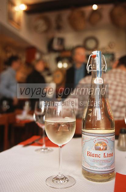 """Europe/France/Aquitaine/33/Gironde/Bordeaux: Le blanc limé au """"Bar Cave"""" de JP Xiradakis rue porte de la monnaie"""