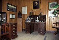 Sudafrica - Kimberley - Mine museum - Ricostruzione di un  villagio di minatori, con molte case originali, nei pressi del Big Hole - un ufficio della compagnia de beers