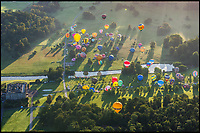BNPS.co.uk (01202 558833)<br /> Pic: ExclusiveBallooning/BNPS<br /> <br /> The stunning Sky Safari takes off over Longleat House in Wiltshire this morning.<br /> <br /> Over 100 hot air balloons gently rose into the crystal clear autum skies around the estate near Warminster as dawn broke.