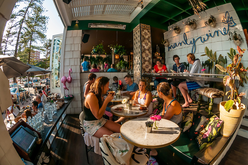 People having breakfast in the open air Manly Wine Restaurant across from the beach, Manly Beach, Sydney, New South Wales, Australia