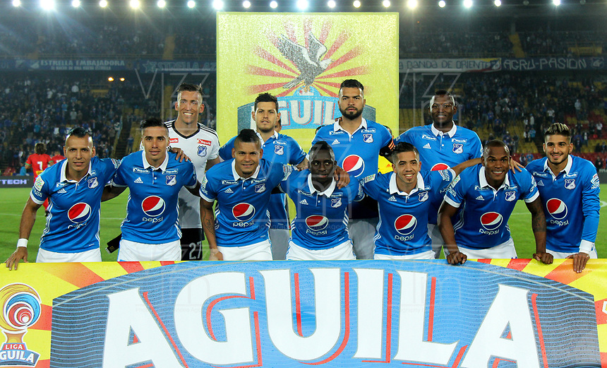 BOGOTA - COLOMBIA - 09 – 05 - 2017: Los jugadores de Millonarios, posan para una foto, durante partido de la fecha 17 entre Millonarios y Cortulua, por la Liga Aguila I-2017, jugado en el estadio Nemesio Camacho El Campin de la ciudad de Bogota. / The players of Millonarios, pose for a photo, during a match of the date 17th between Millonarios and Cortulua, for the Liga Aguila I-2017 played at the Nemesio Camacho El Campin Stadium in Bogota city, Photo: VizzorImage / Luis Ramirez / Staff.