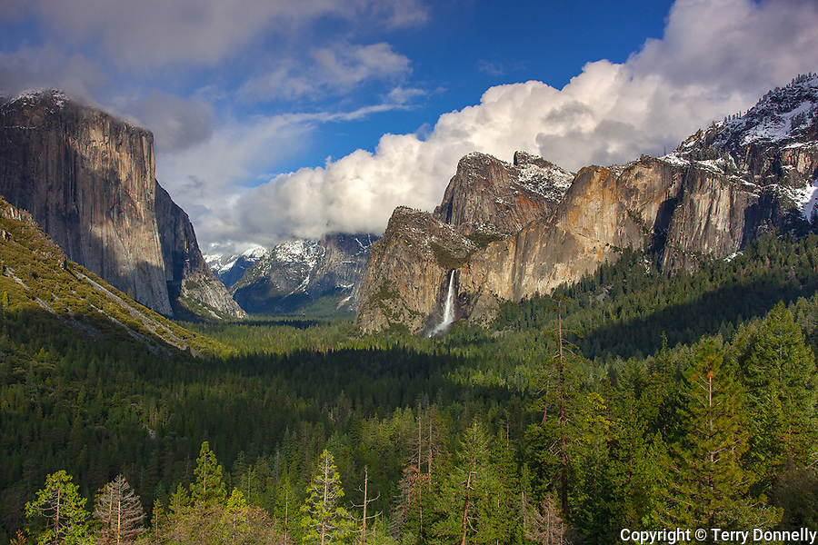 Yosemite National Park, CA<br /> Clearing storm clouds over Yosemite Valley, from the overlook at Tunnel View