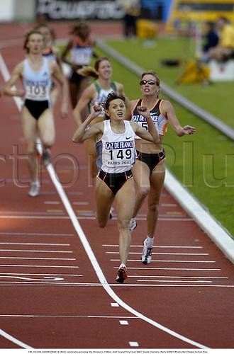 149. YELENA ZADOROZHNAYA (RUS) celebrates winning the Women's 1500m, IAAF Grand Prix Final 2002, Stade Charlety, Paris 020914 Photo:Neil Tingle/Action Plus...Athletics.woman track and field distance.celebrate celebration celebrations joy.female